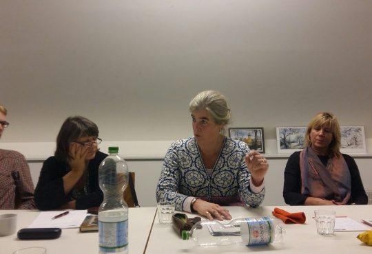 Brandenburger Bildungspolitikerinnen im Gespräch mit interessierten Schöneicher*innen